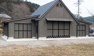 オーダーメイドの4台ガレージの施工実績ご紹介